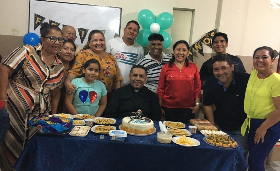 Cumpleaños del Padre Roberto Rodríguez Facilitador de la Escuela de Formación Pascuales